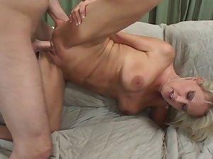 HOT MILF FUCKS HER SONS FRIEND...usb