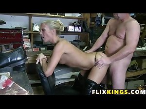 Sexy MILF fixing to bang 93
